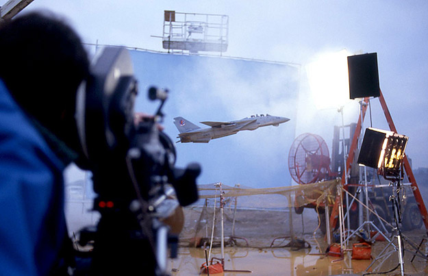 Visual effects unit on Top Gun shooting miniature aerial footage
